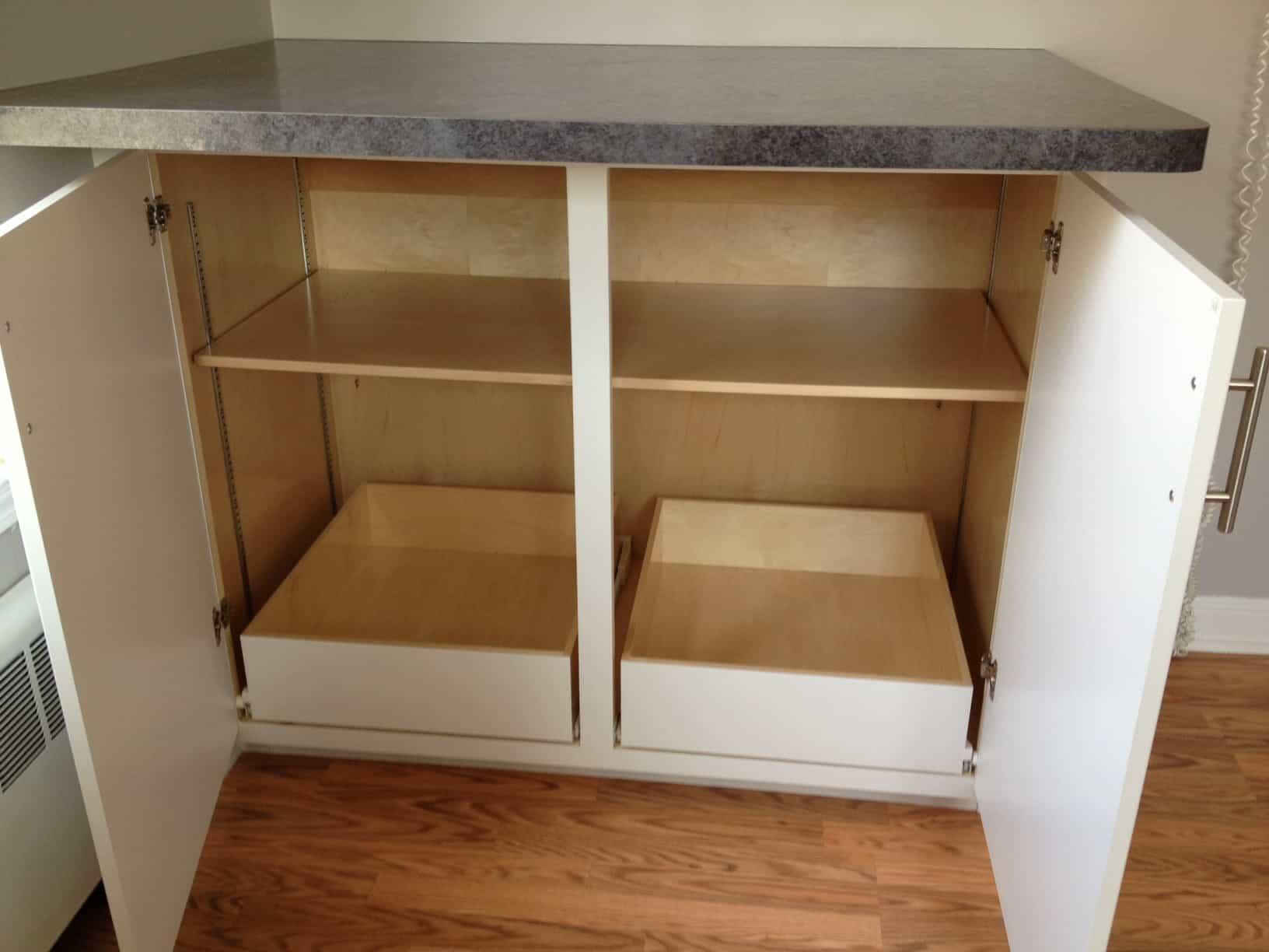 Breakfast bar storage