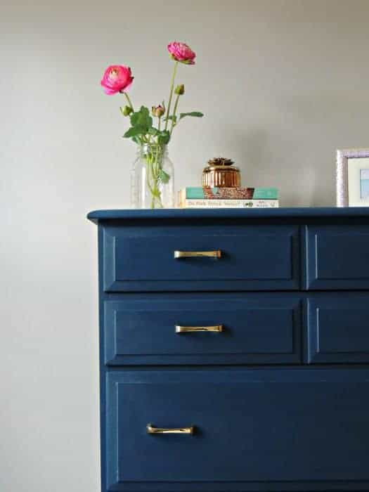 A beginner's guide on how to paint wood furniture