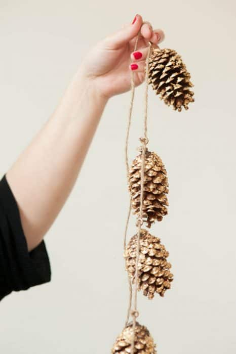 Gold leaf crafts: pine cone garland