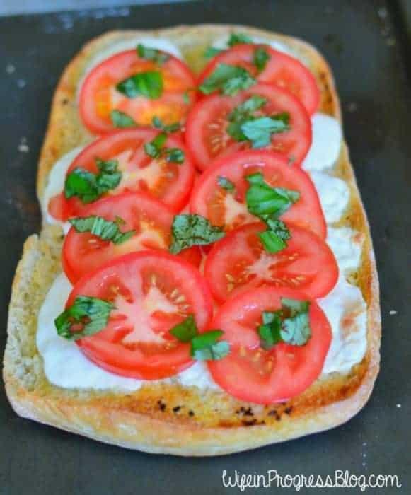 Easy Last Minute Meal - Caprese Garlic Bread with Lasagna