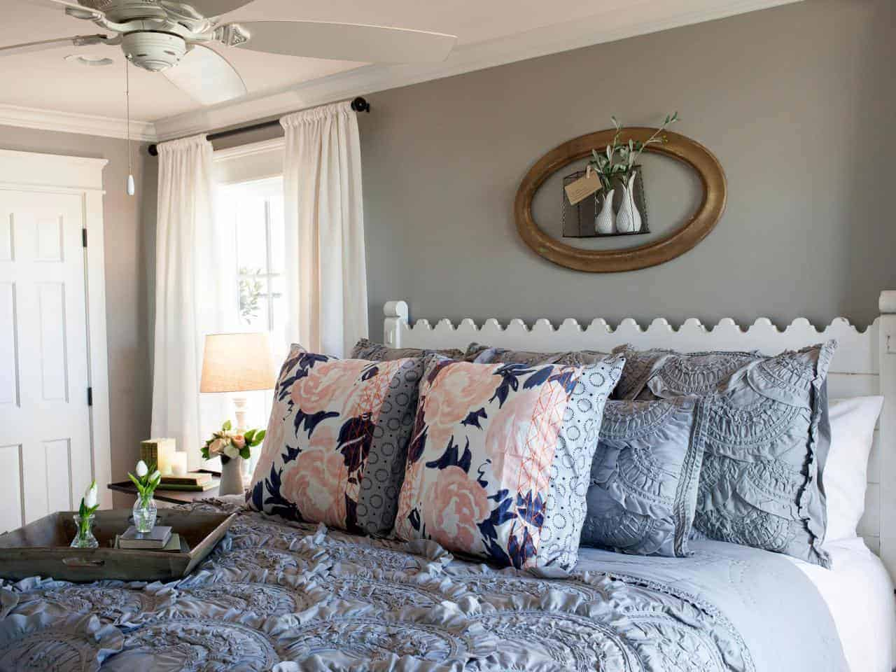 joanna gaines fixer upper style recreate her bedroom. Black Bedroom Furniture Sets. Home Design Ideas