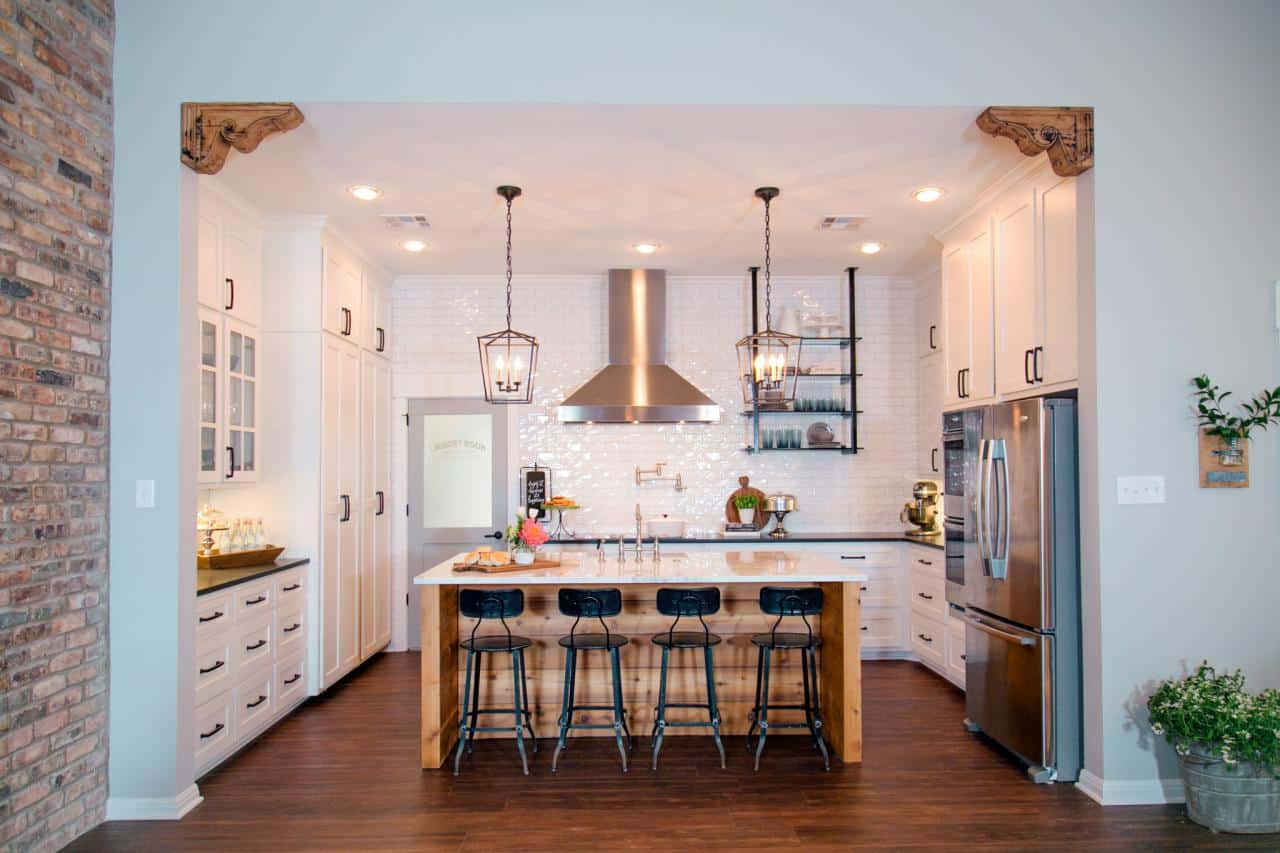 Copy this amazing Fixer Upper Farmhouse Style kitchen with these 50+ copycat picks!