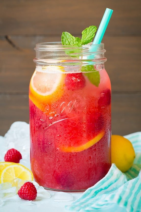 sparkling raspberry lemonade - 9 delicious summer cocktails