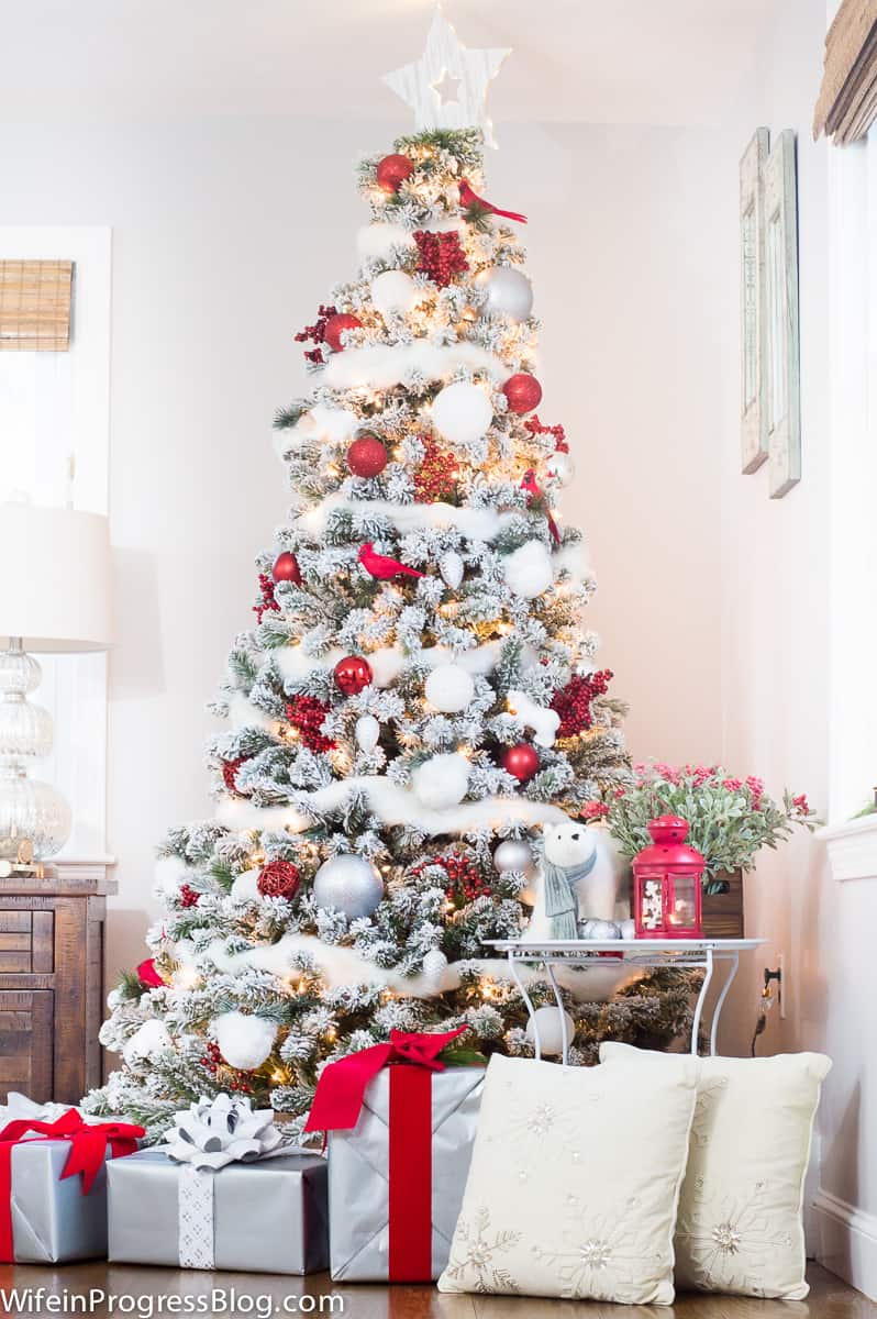 Red and white tree decor ideas