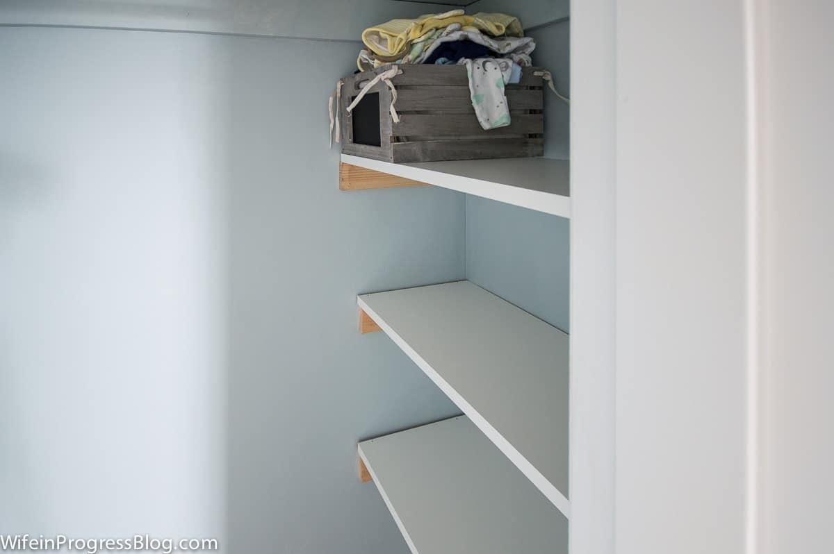 Diy closet shelves a simple diy tutorial for any level for Simple closet shelves