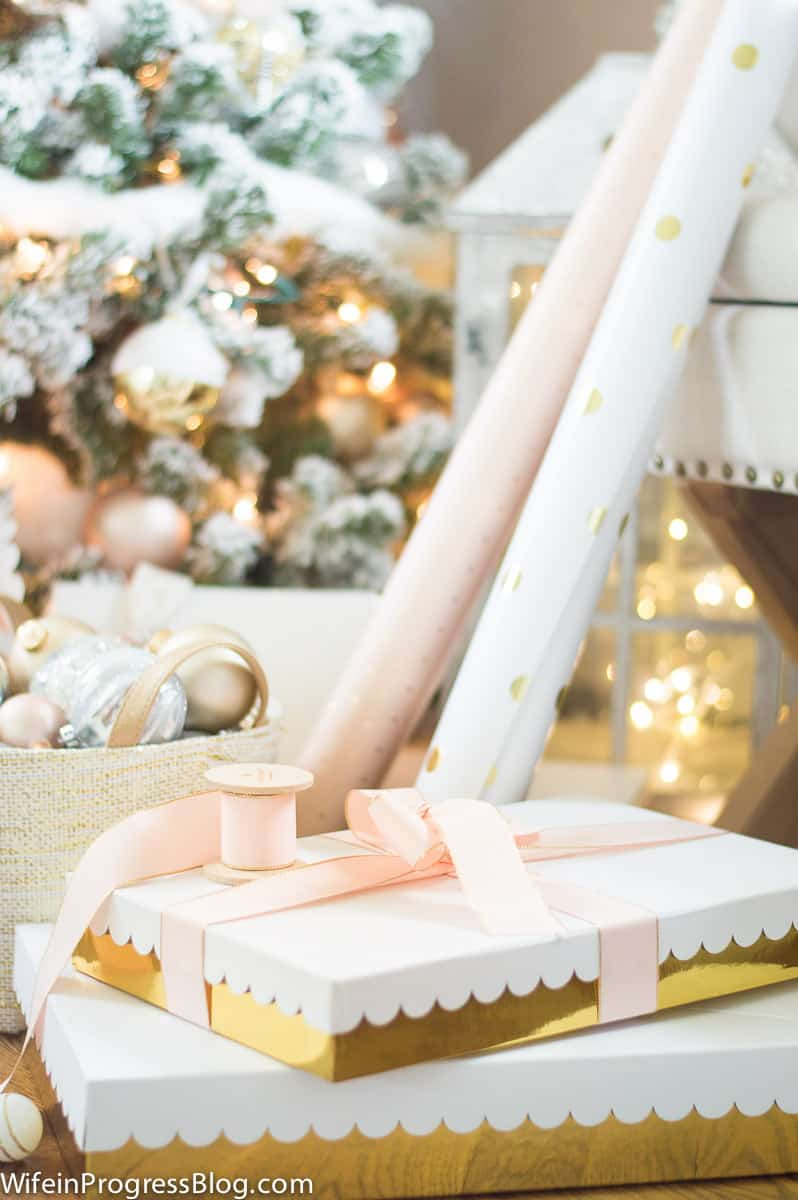 Matching gift boxes to Christmas colors