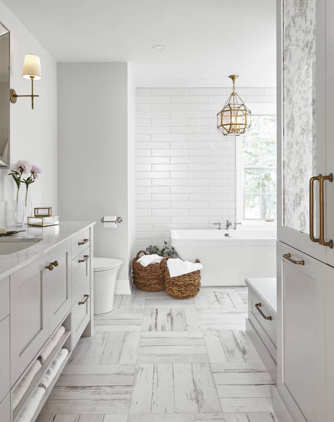 A Perfect Neutral Dove Gray That Doesn T Lean Either Cold Or Warm Another Stunning Bathroom With Paper White
