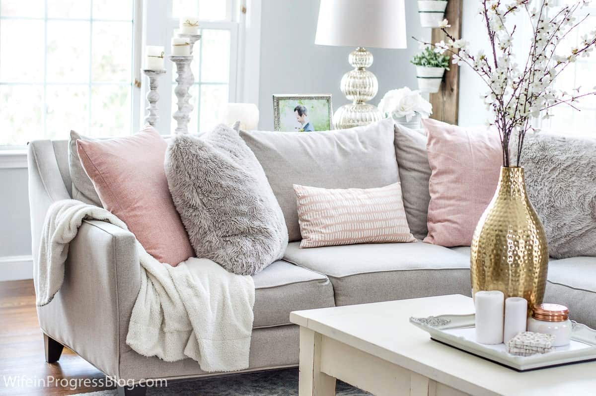 How To Make A Cozy Living Room In The Dead Of Winter