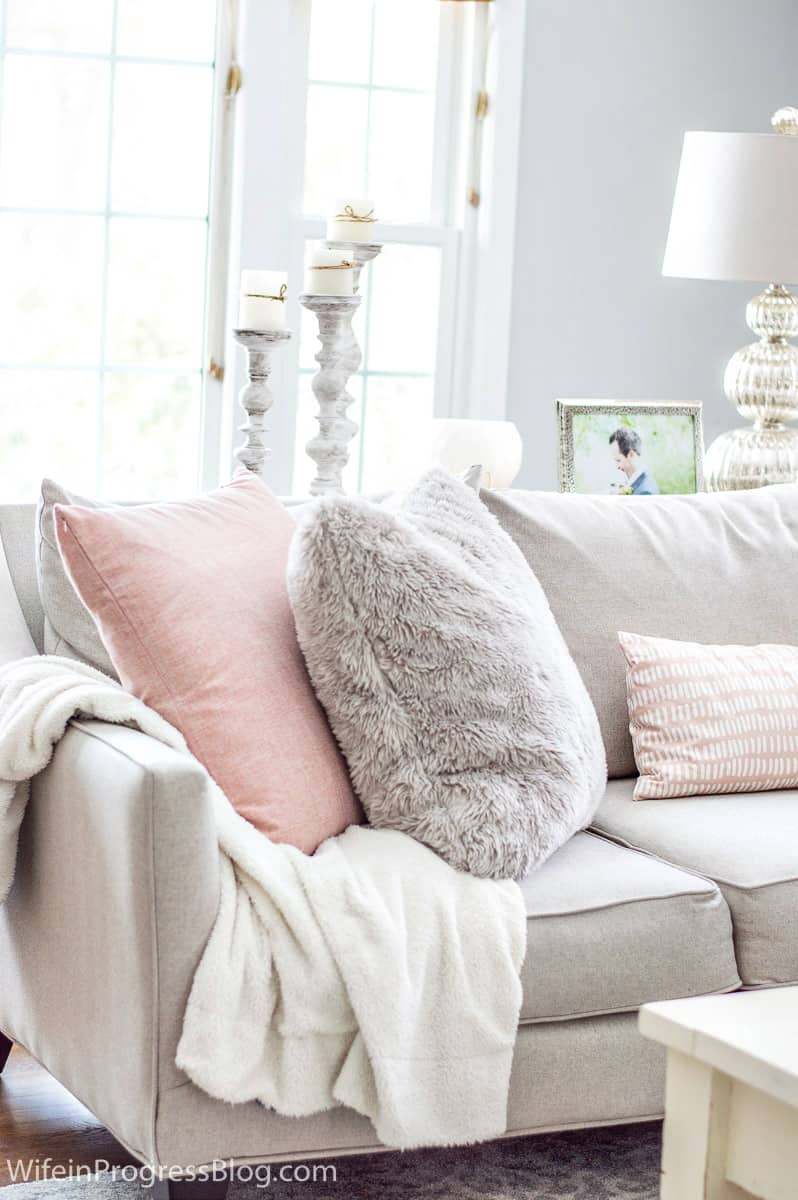 Pretty and simple winter home decorations
