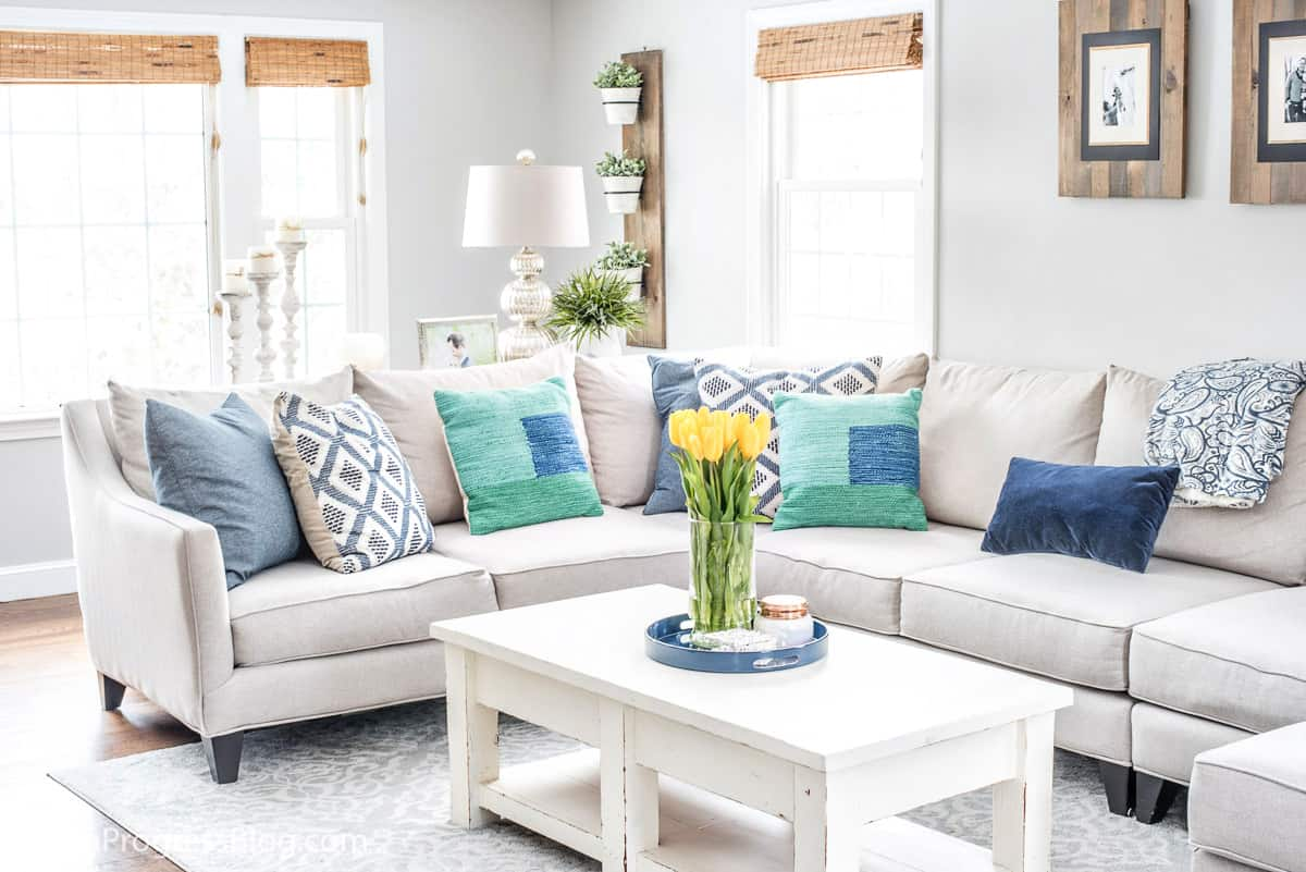 Navy Blue & Green Decorating Ideas: A Spring Living Room Refresh