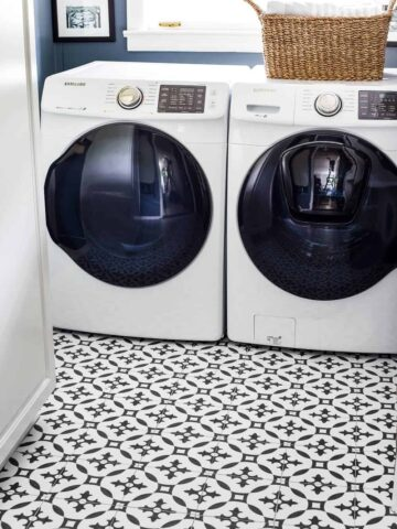 laundry room with vinyl patterned floors