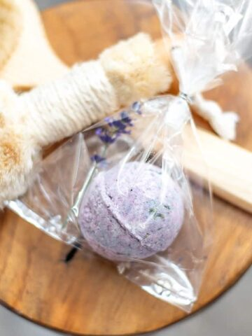 Make your own DIY bath bombs with this easy recipe. With only a few simple ingredients, you'll have your own bath fizzies that kids and adults alike will enjoy.
