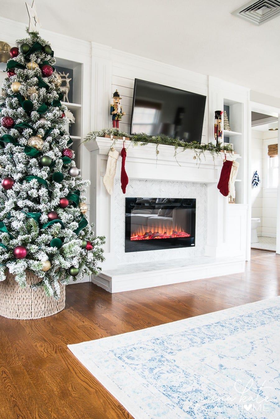Simple & elegant Christmas tree decorating ideas