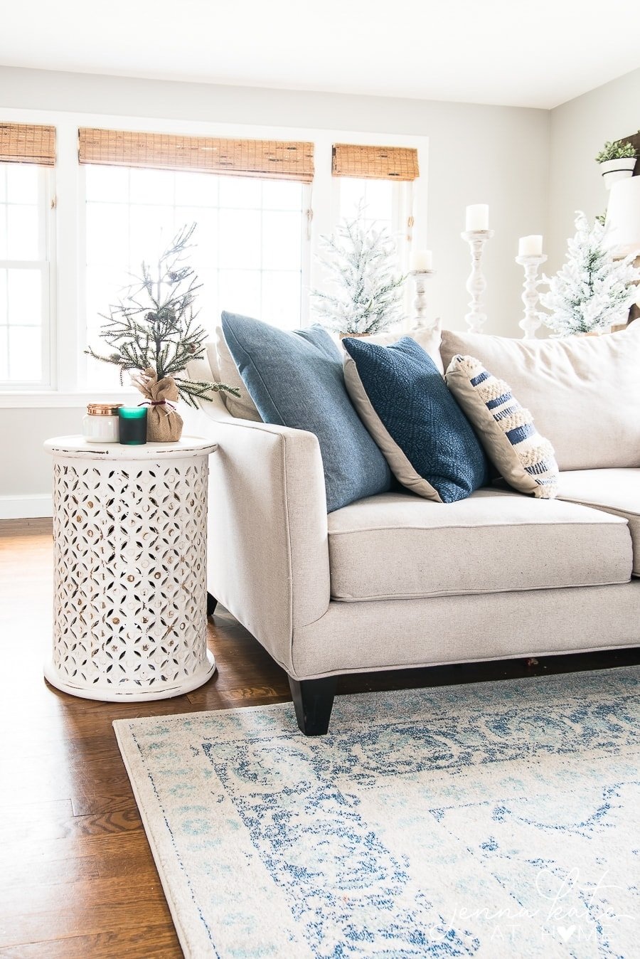 Simple living room decorating ideas for Christmas