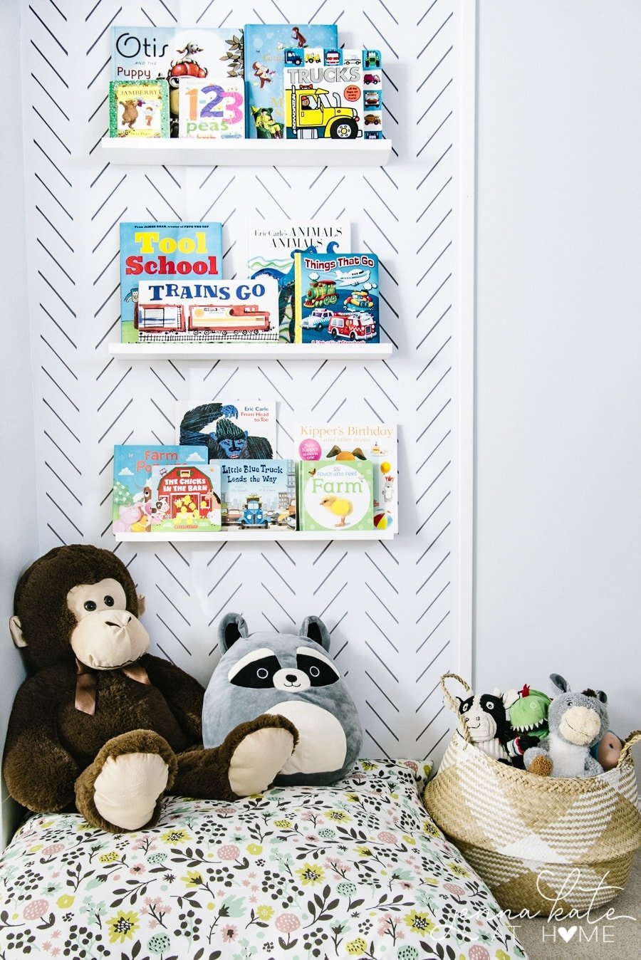 Small space toddler reading nook DIY