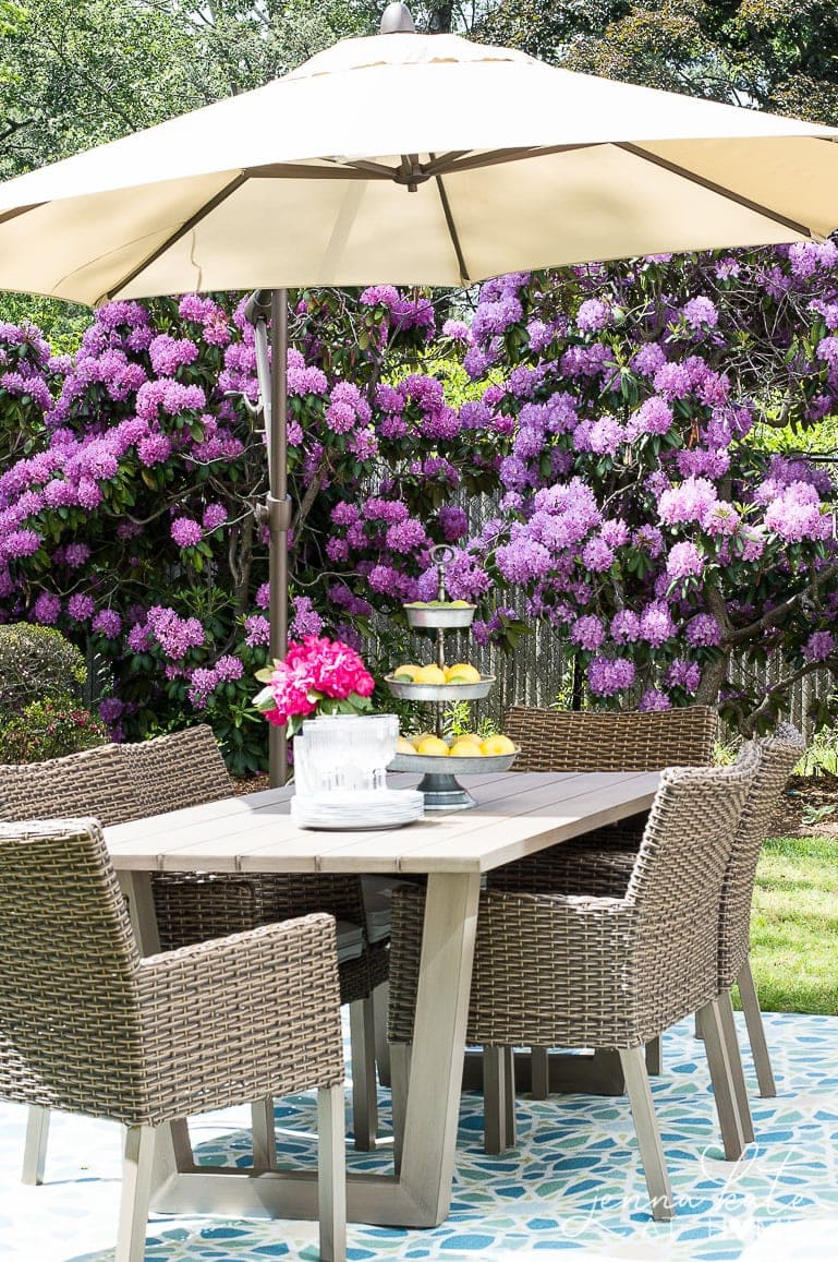 If you're entertaining this summer, make sure you have plenty of seating for all your guests