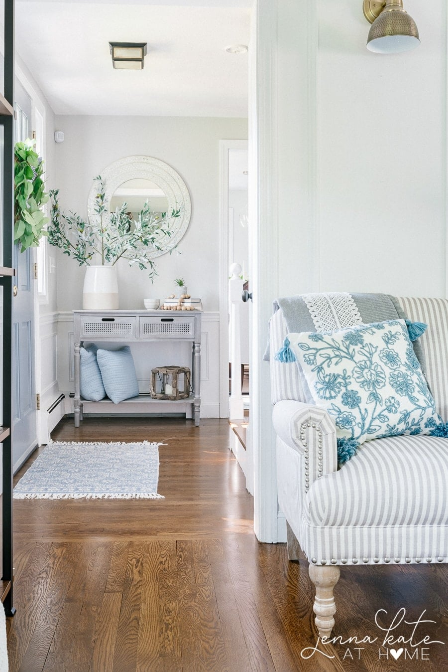 simple hallway and entryway decor for summer