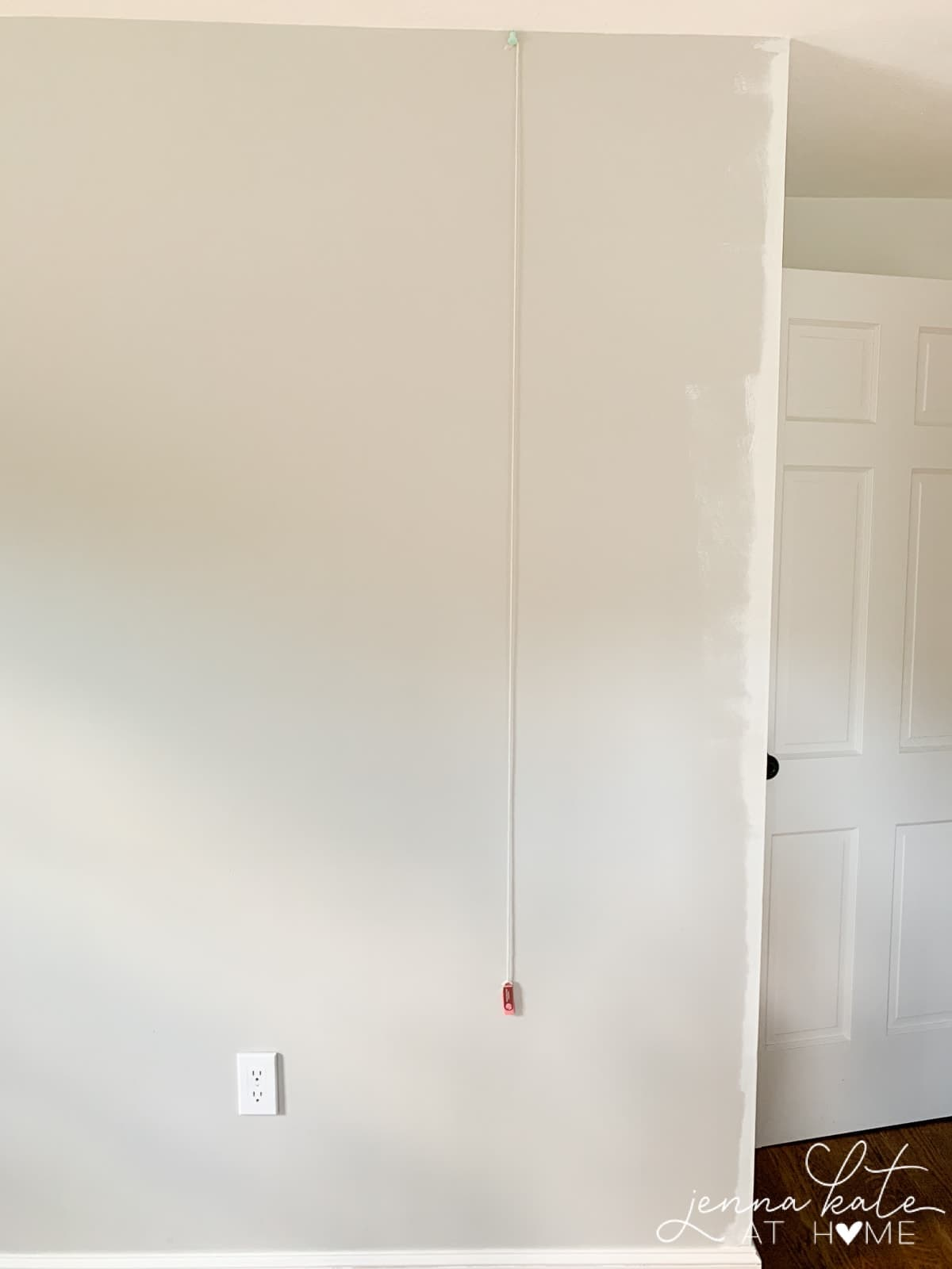 How to easily get a plumb line when installing wallpaper