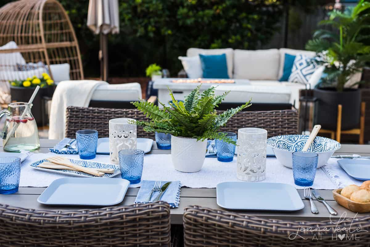 Blue and white patio decor ideas