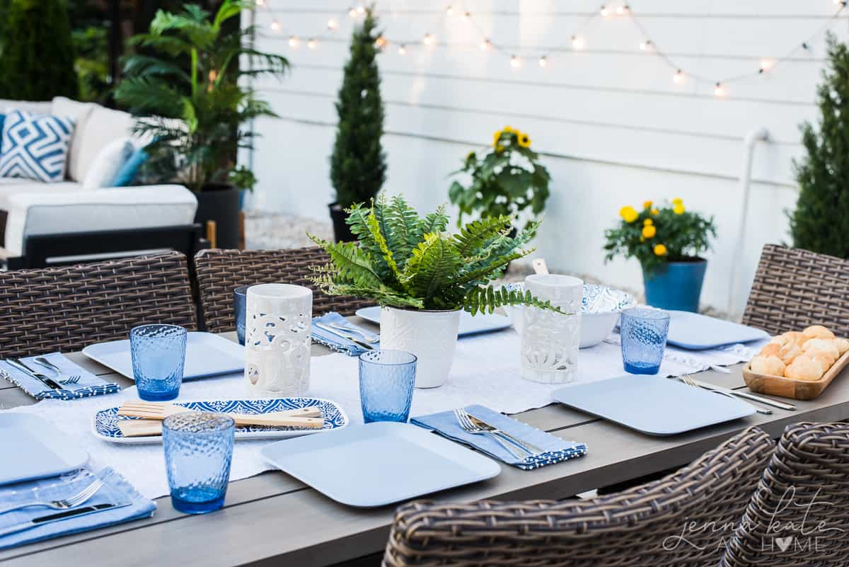 Modern coastal patio decor ideas with a touch of boho