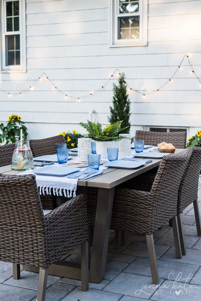 Outdoor dining table decor for patio