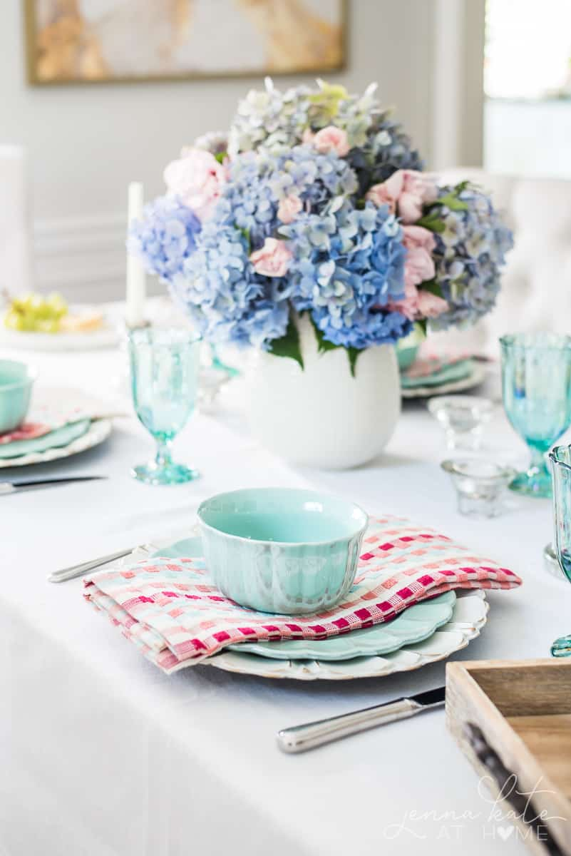 Spring table decor ideas with pastel shades