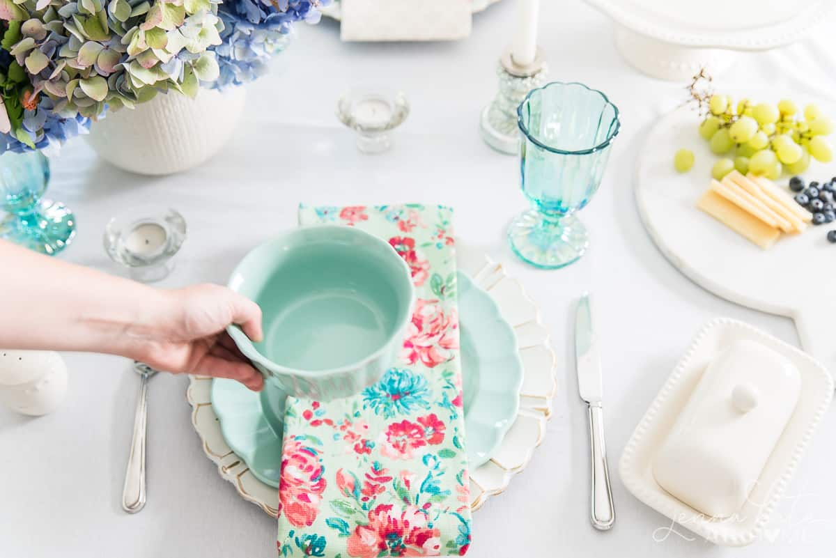Fun pastel colors for this summer vintage inspired table decor