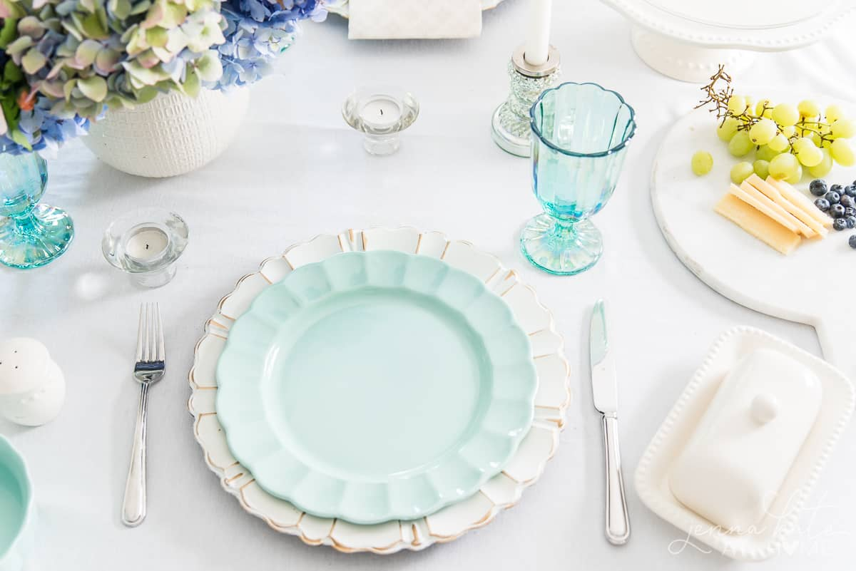 Dinnerware from the Pioneer Woman line at Walmart