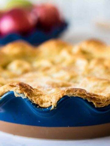 apple pie in a blue pie dish