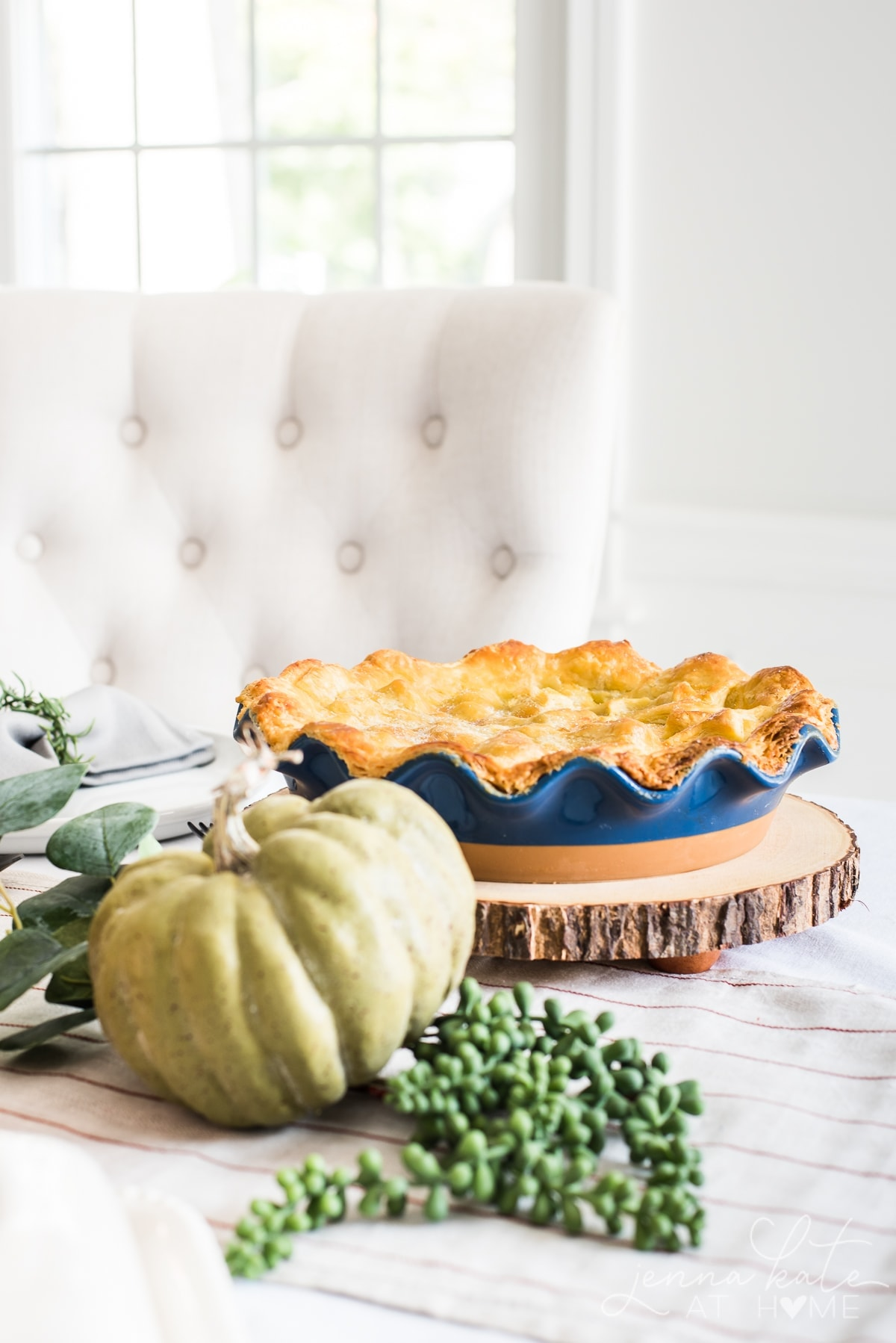 A modern take on a fall harvest tablescape