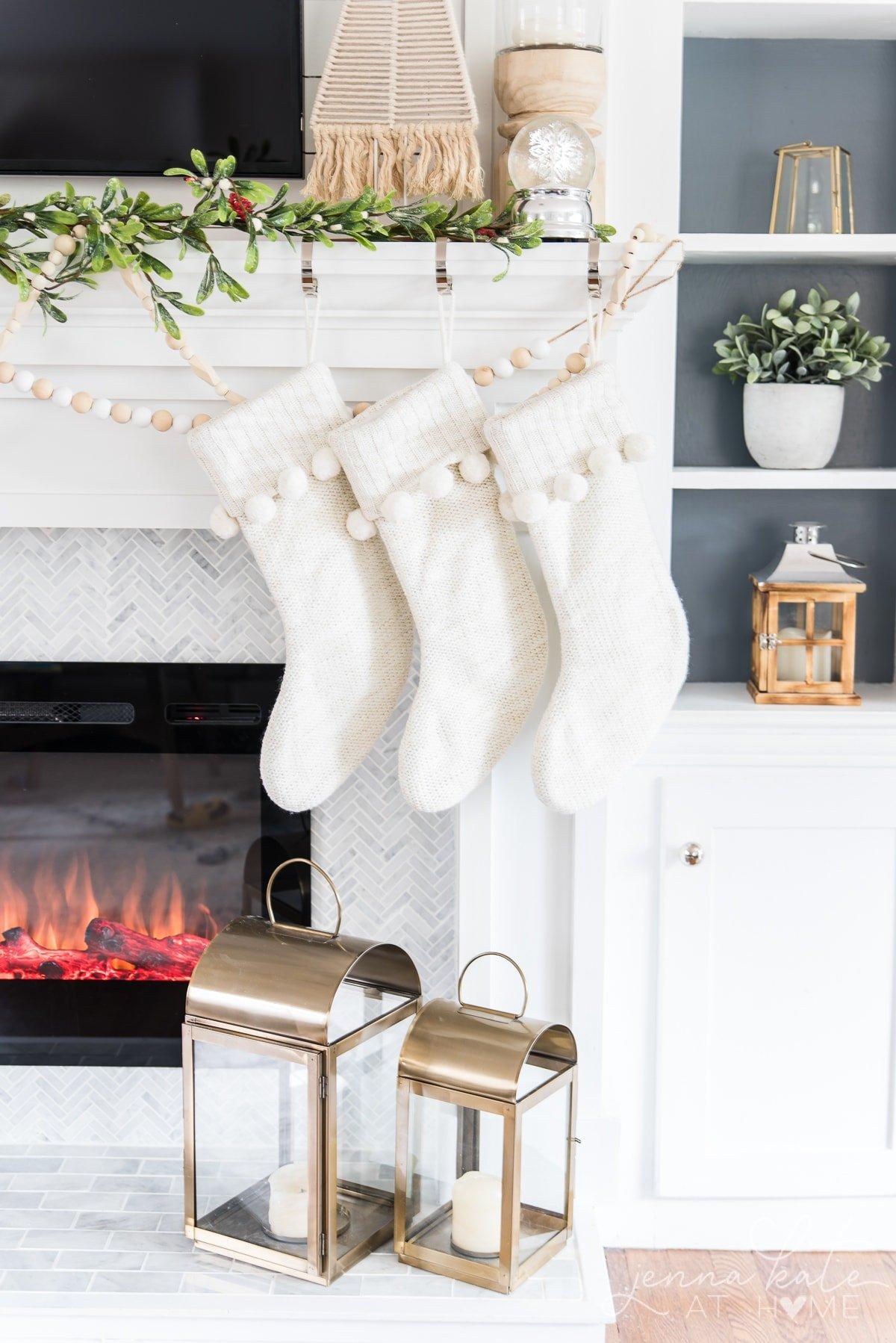 Simple and easy Christmas mantel decor ideas