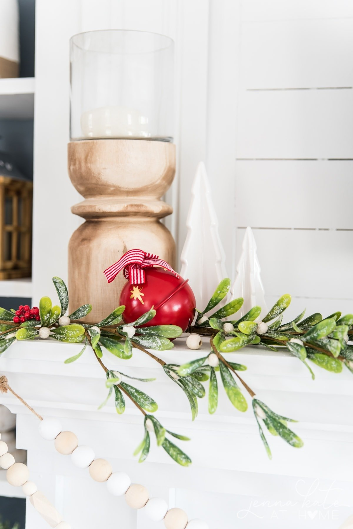 pops of red Christmas decor
