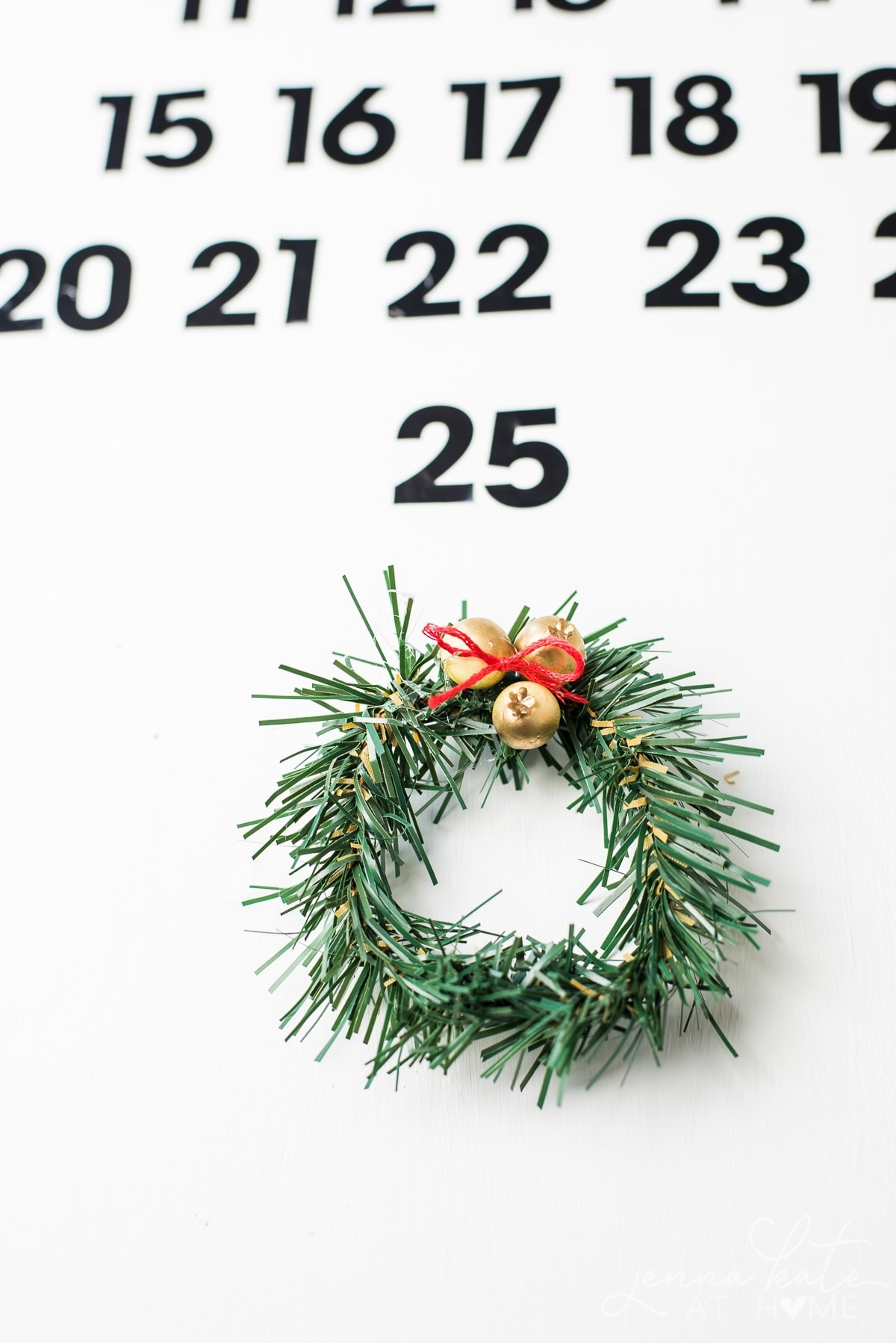 This adorable mini wreath will mark the days on your DIY wooden advent calendar