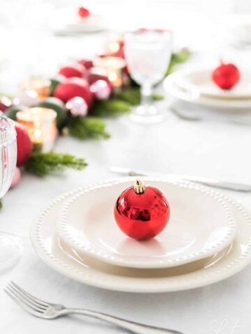 Quick and simple last minute Christmas table decor and place setting