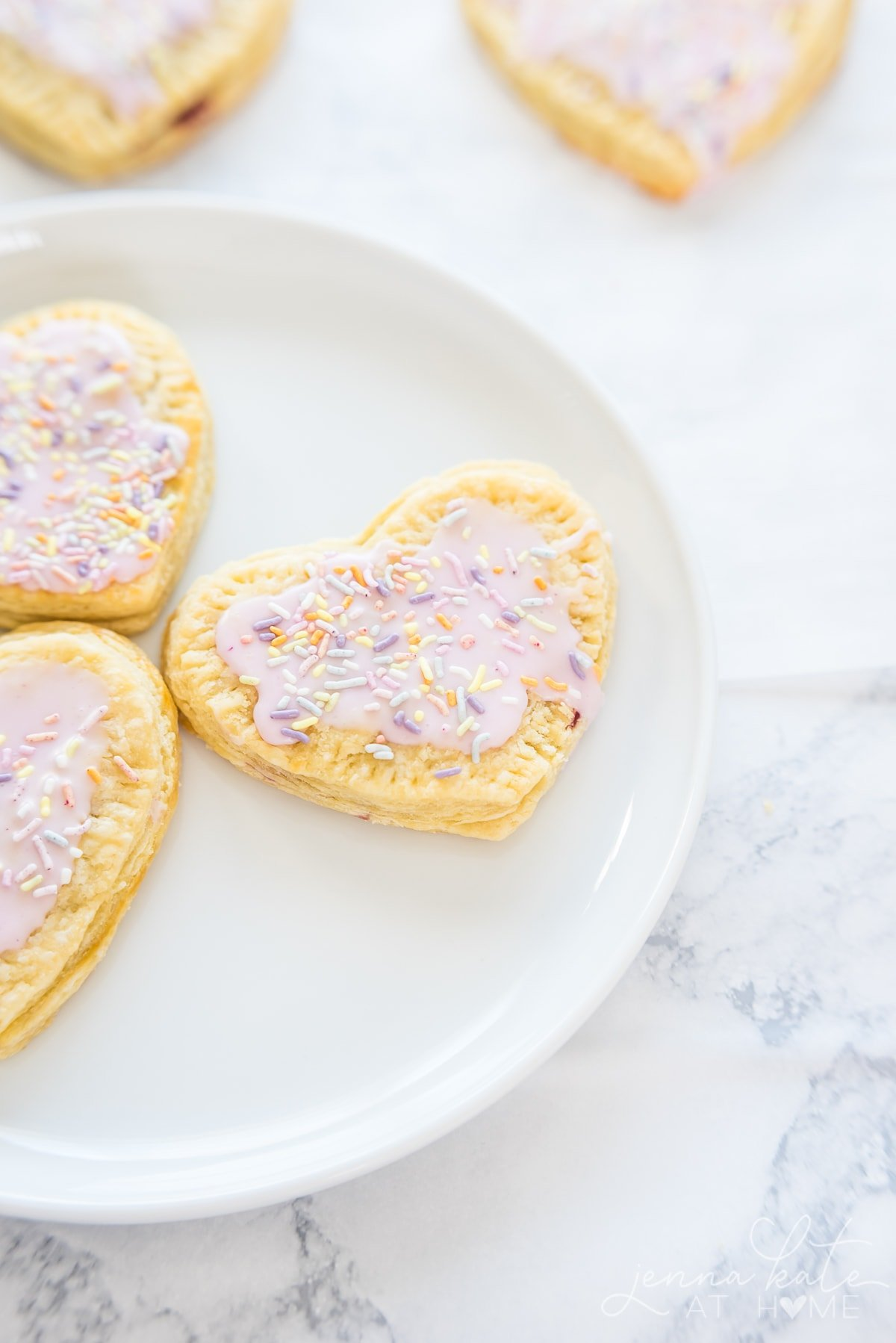 Easy recipe for puff pastry pop tarts with vanilla icing for Valentine's breakfast