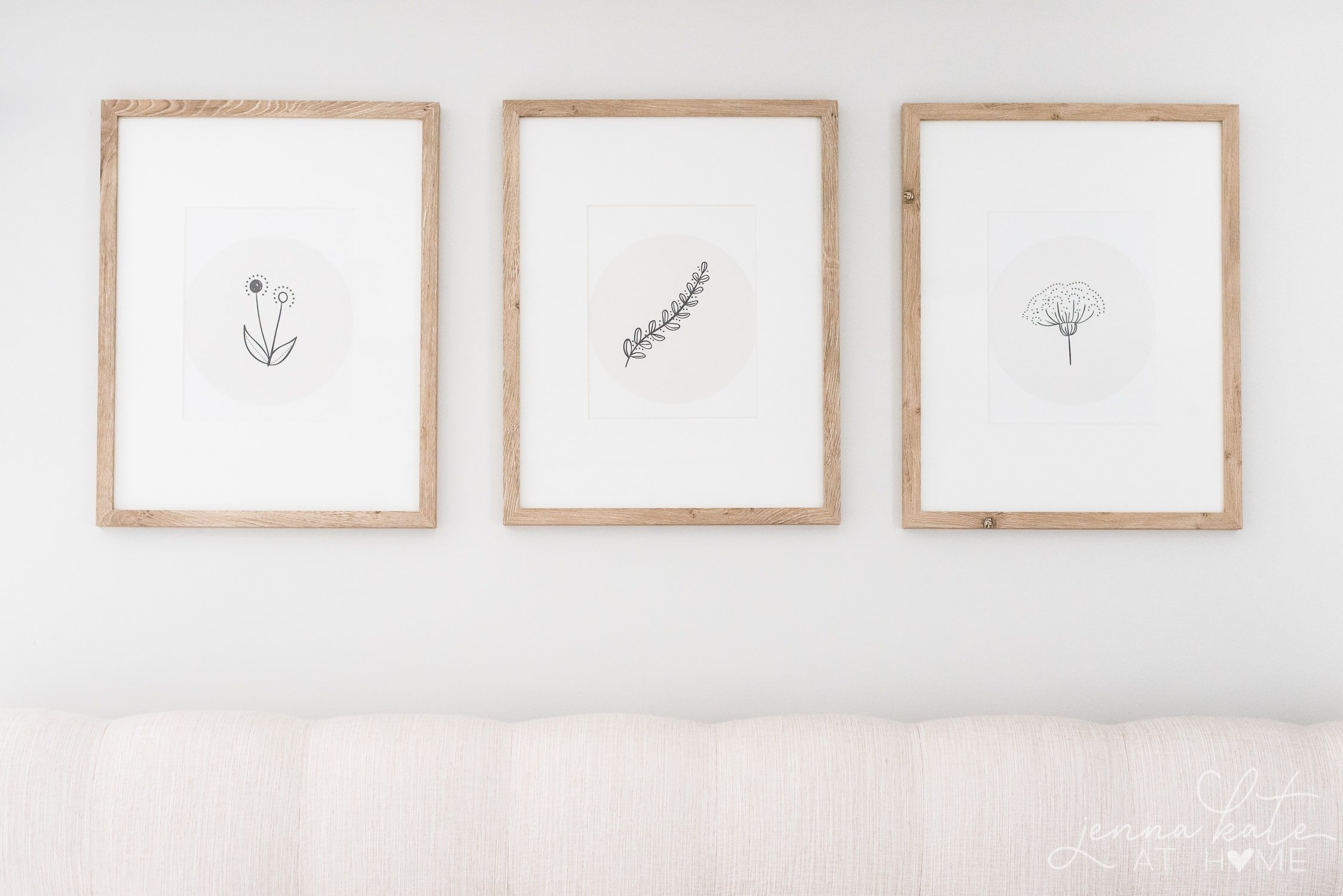 Download these elegant floral sketch prints and frame them in the comfort of your own home. It's a simple way to switch up your decor for a new season! #printable #wallart #homeideas