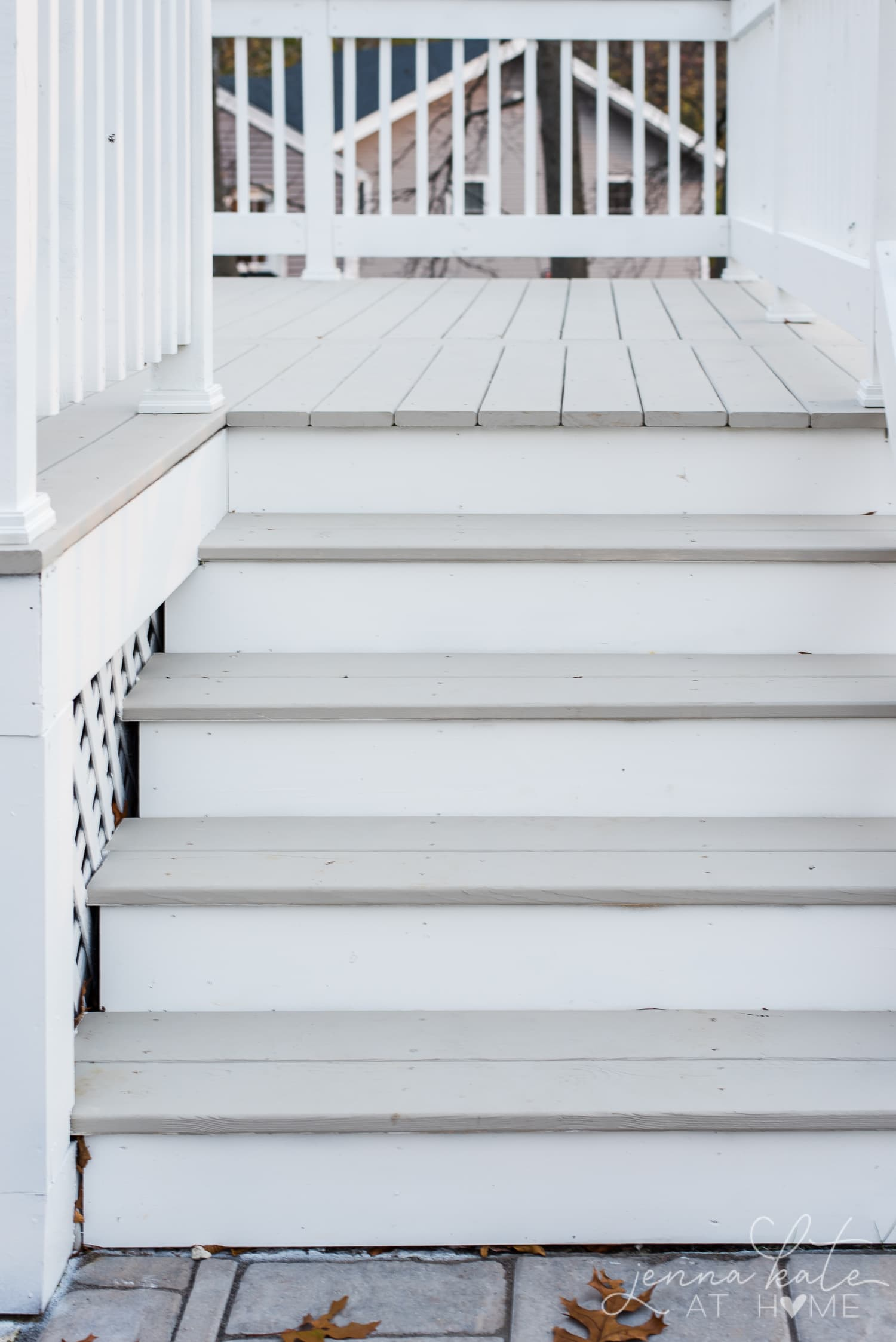 Deck stain - extra white and intellectual gray