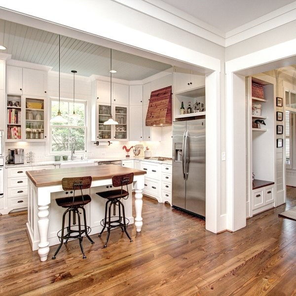 Paint Colors That Go Best With Honey, What Color Laminate Flooring With Honey Oak Cabinets