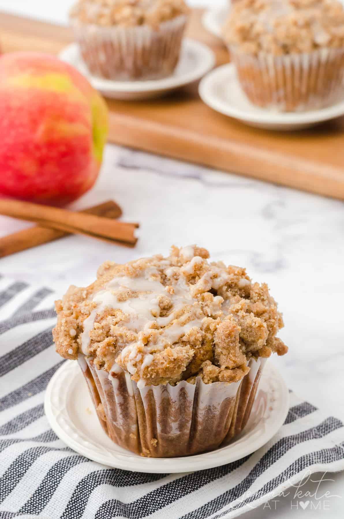 crumb topping on cinnamon apple muffin