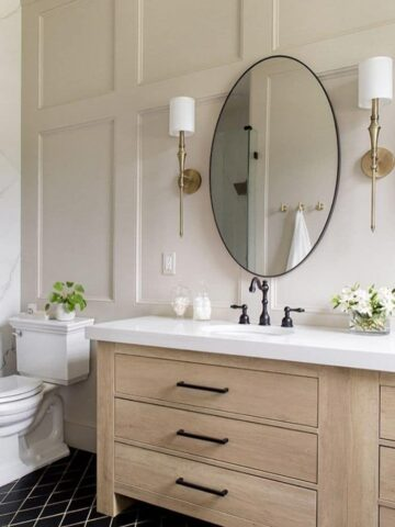 bathroom with walls painted a neutral color